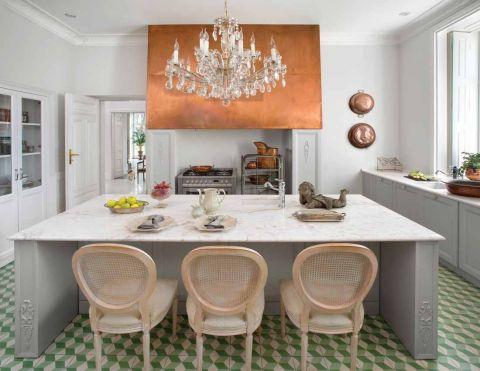 biała kuchnia styl pałacowy