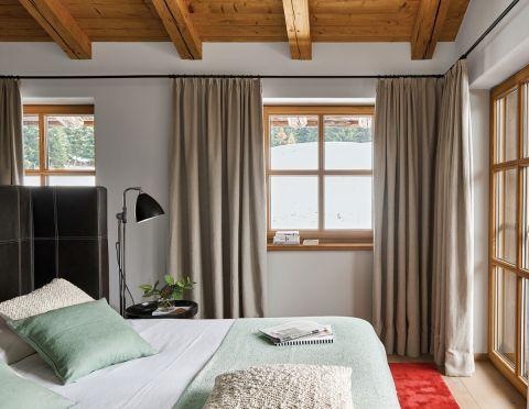 styl chalet sypialnia