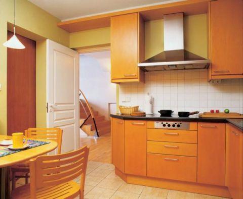 Niesłusznie boimy się koloru żółtego. Jerzy wybrał do kuchni różne jego odcienie i dzięki temu jest w niej zawsze słonecznie.