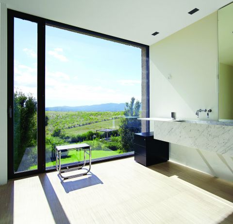 Tylko spójrzcie na toskańską rezydencję Piera Lissoniego, włoskiego projektanta i mistrza minimalizmu.