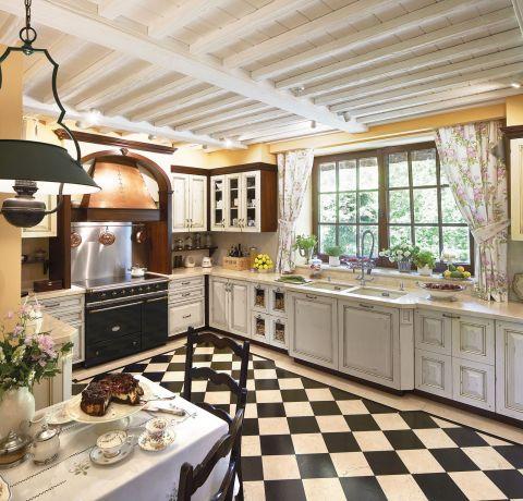 dom w stylu country kuchnia szachownica