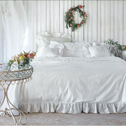 biała pościel do sypialni