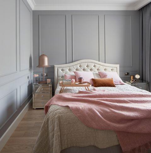 sypialnia ze sztukaterią