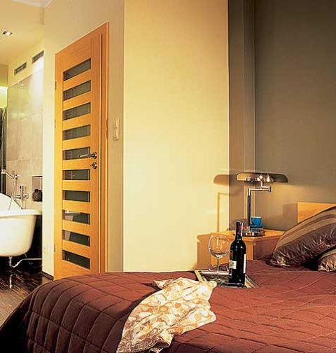 Sypialnia, łazienka i garderoba są w jednym pomieszczeniu, żeby można było się wyszykować od A do Z w jednym miejscu.