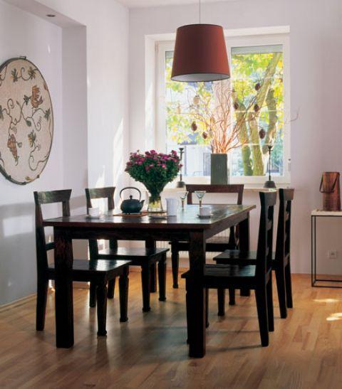 Stół zaprojektowany przez mieszkającego w Szanghaju włoskiego designera.