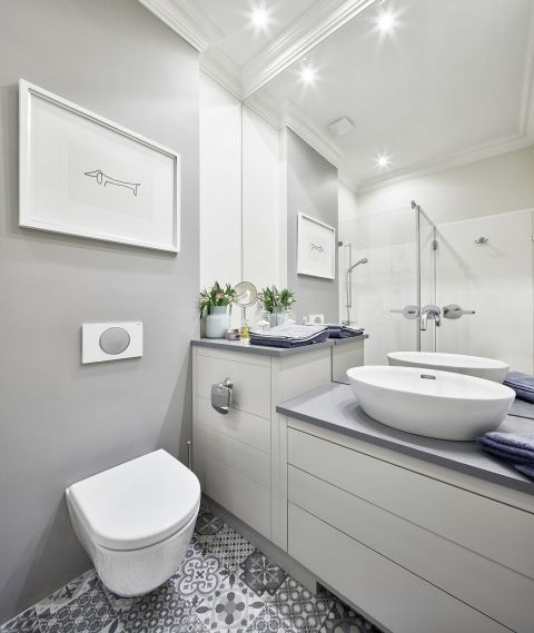 kawalerka dla kobiety łazienka ceramika