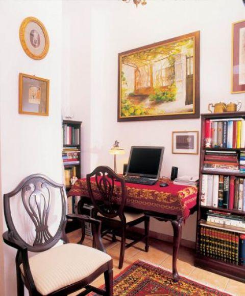 Kolekcji książek o sztuce mogłaby pozazdrościć niejedna czytelnia.