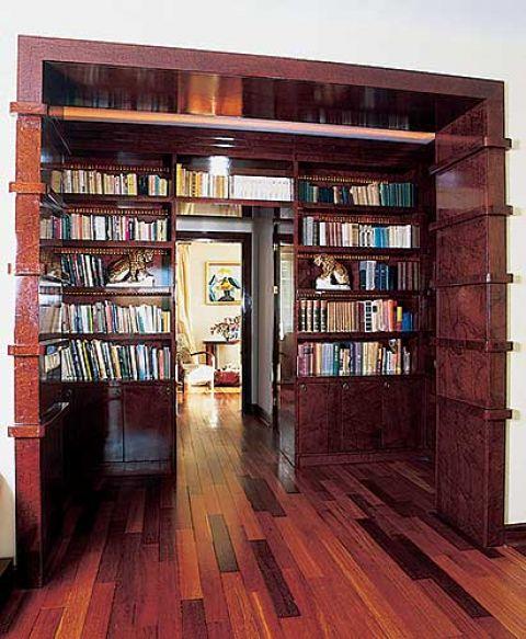 Oryginalna, zaprojektowana przez Jacka Reszetko biblioteka przypomina przedwojenne radio.