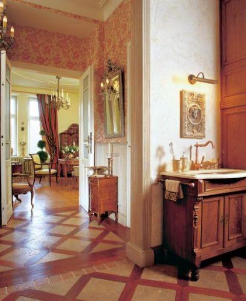 Hol to łagodne przejście pomiędzy odmiennymi stylistycznie częściami mieszkania.