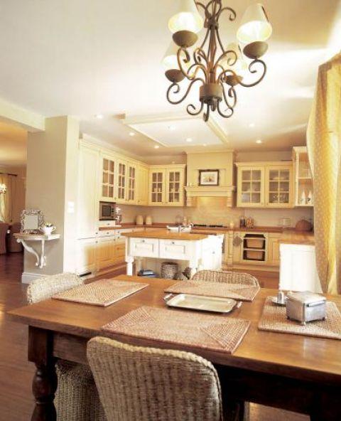 Kuchnia jest jasna i przestrzenna. Prostota i naturalność