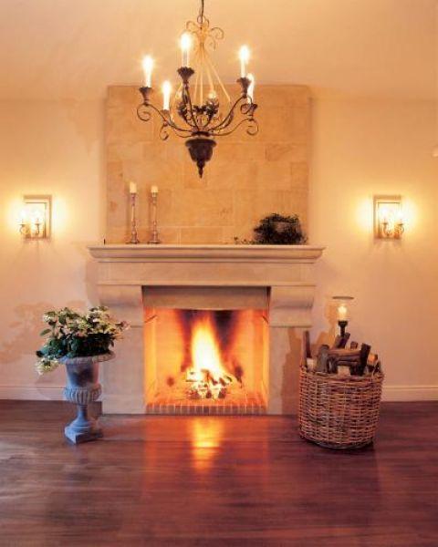 Płonący kominek to doskonała dekoracja wnętrza.