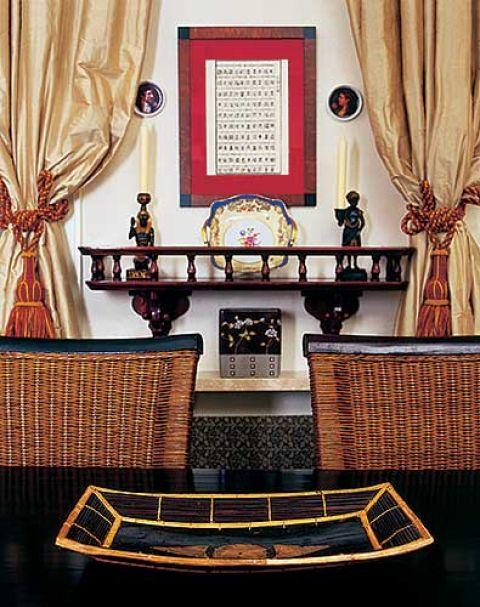 W jadalni znajduje się wiele dekoracyjnych przedmiotów.
