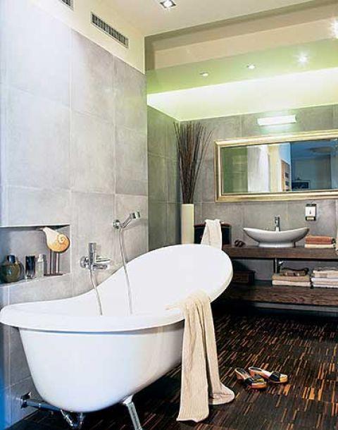 W całym domu, nawet w łazience, są te same materiały wykończeniowe - przypominający beton gres