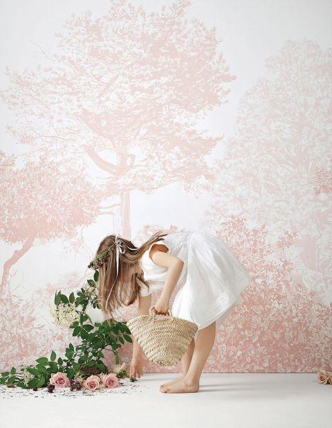 różowa tapeta w kwiaty