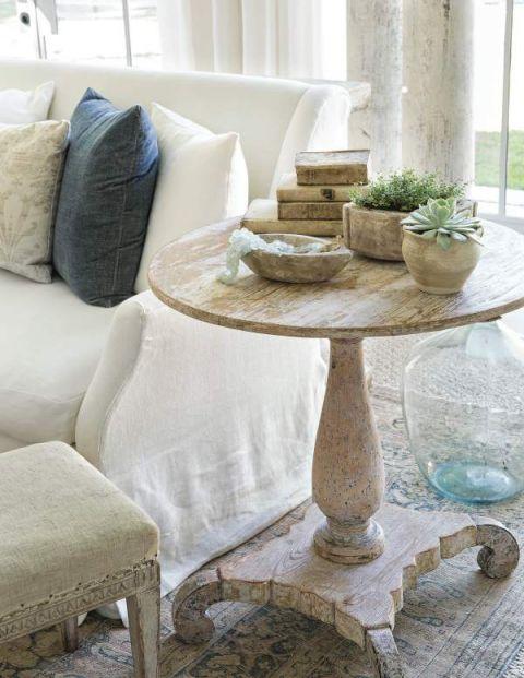 stolik kawowy do klasycznego salonu