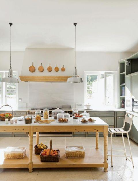 w prowansalskim stylu kuchnia stół