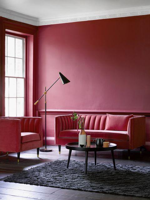dwuosobowa czerwona sofa
