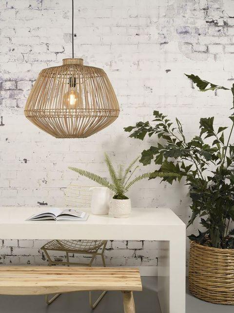 lampa z plecionym abażurem