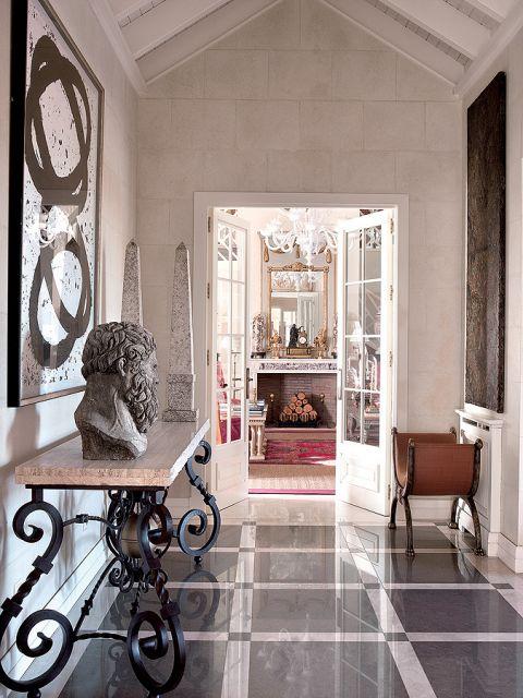Perskie dywany, afrykańskie bębny, weneckie szkła, wyszukane forniry i marmury. Projektanci Ramón i Paco mieli