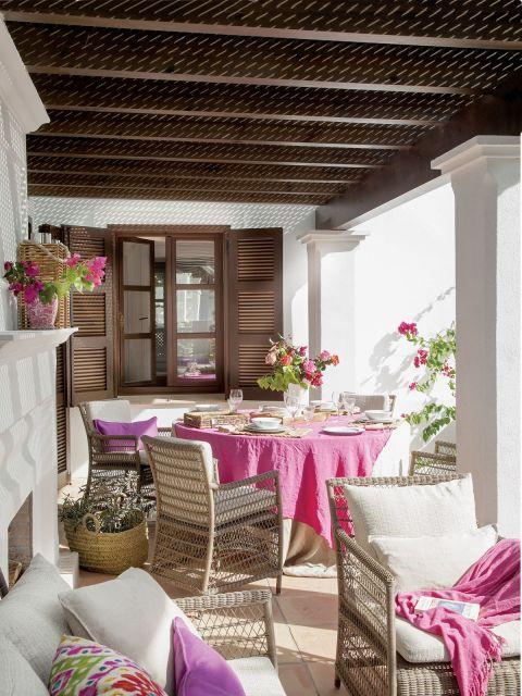andaluzyjska willa taras różowe akcenty