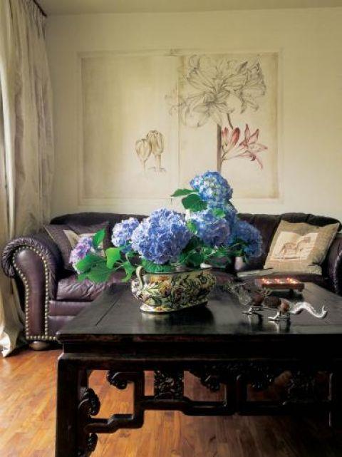 Chiński rzeźbiony stolik ma 150 lat. Pani Edyta kupiła go w galerii w podwarszawskim Raszynie.