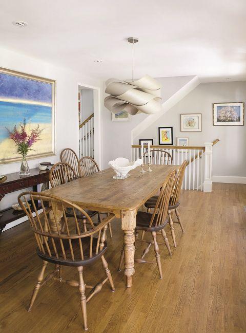 Dom w stylu Nantucket w jadalni
