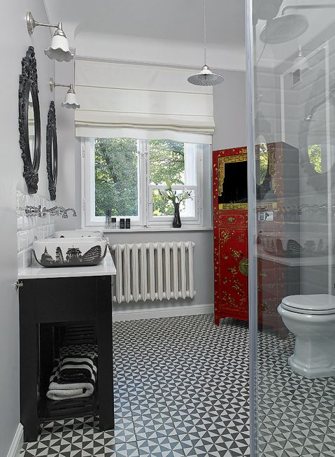 Jak przerobić i urządzić mieszkanie w starej kamienicy. Elegancki apartament w stylu retro i dizajnrskimi akcentami.
