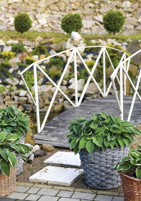 mostek w ogrodzie pomysły inspiracje