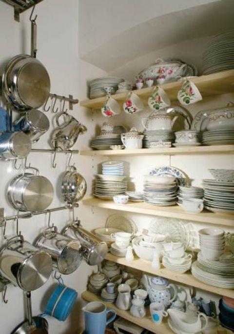 Kolekcja ceramiki. Zacisze wśród jabłoni