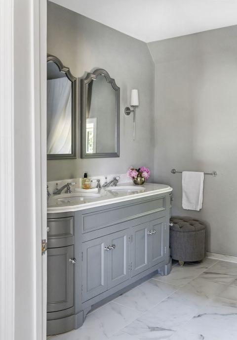 szara łazienka w stylu angielskim