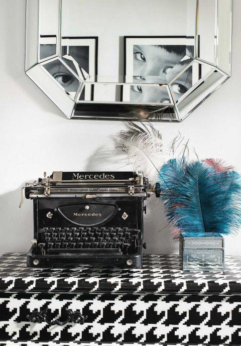 wystrój wnętrz w klimacie lat 30.  maszyna do pisania