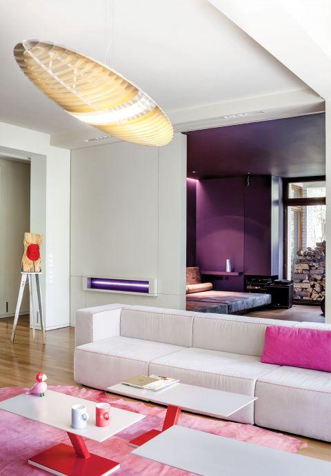 nowoczesne wnętrze salon nowocześnie róż i fiolet