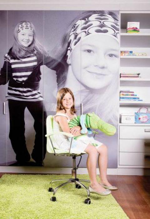 Żeby ozdobić szafę, rodzice musieli zrobić dzieciom profesjonalną sesję zdjęciową.
