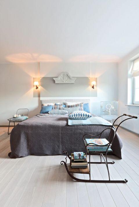 biała sypialnia w stylu skandynawskim