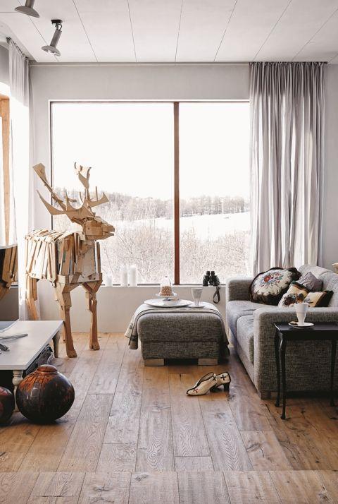 Moda na recykling opanowała nawet sztukę – renifer z deseczek islandzkiej artystki Adalheidur Eysteinsdottir.