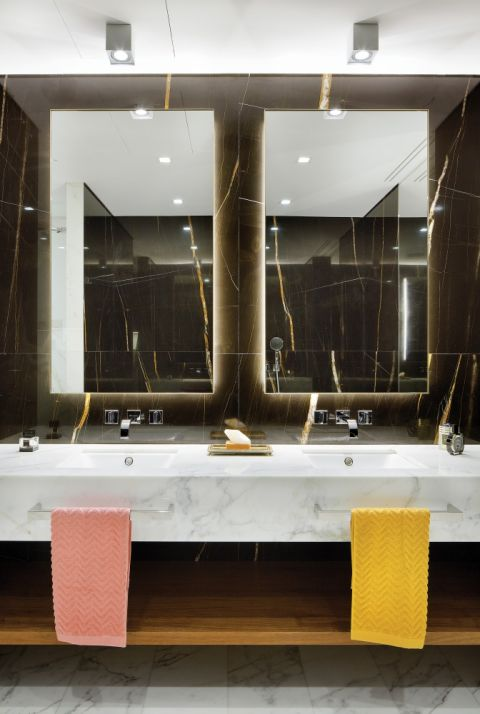 czarny marmur łazienka