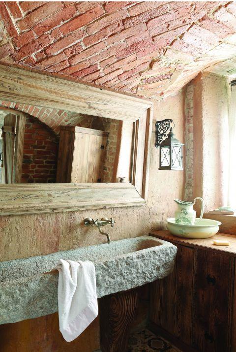 stary dworek rustykalna łazienka