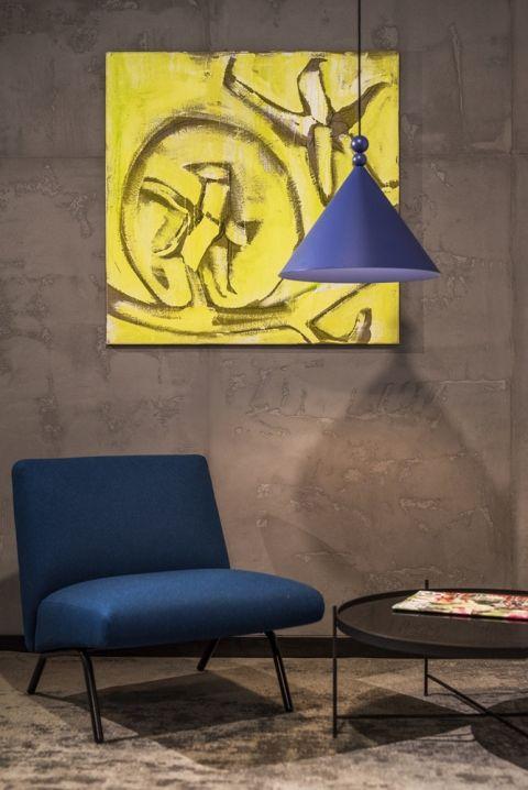 niebieska lampa wisząca do salonu