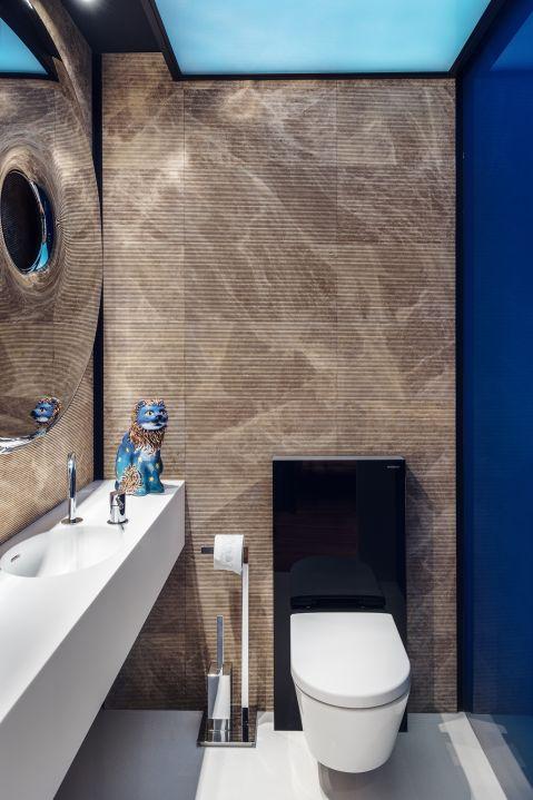 120-metrowy apartament w Gdyni to połączenie nowoczesności, stylowych dodatków i ciepłych zgaszonych odcieni lazuru i