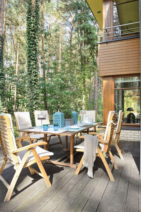 dom w lesie stylowe wnętrze taras