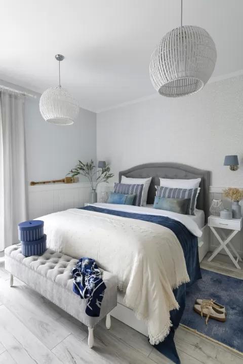 biała sypialnia w stylu hampton
