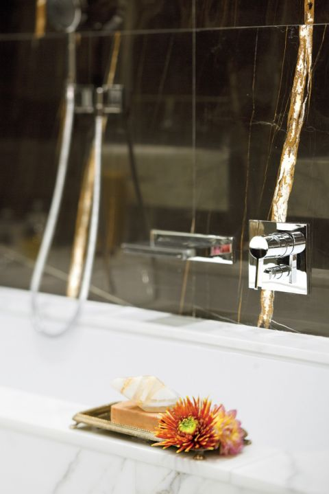 czarny marmur w łazience