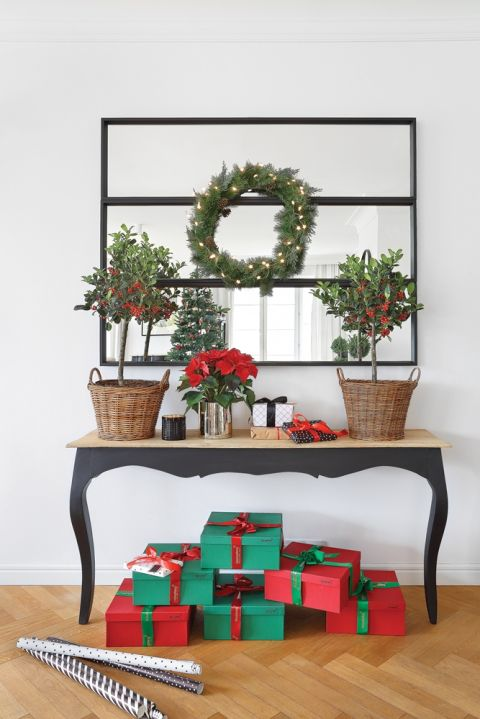 czerwono srebrny wystrój na Boże Narodzenie