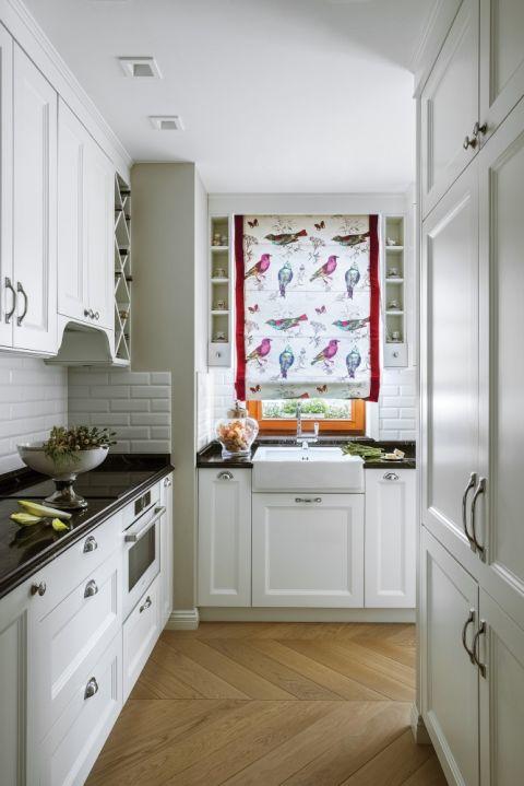 biała kuchnia w stylu klasycznym