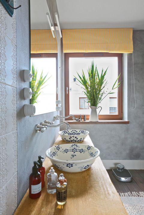 aranżacja poddasza ze skosami  łazienka