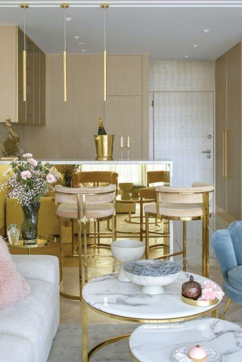 mieszkanie ze złotymi dodatkami