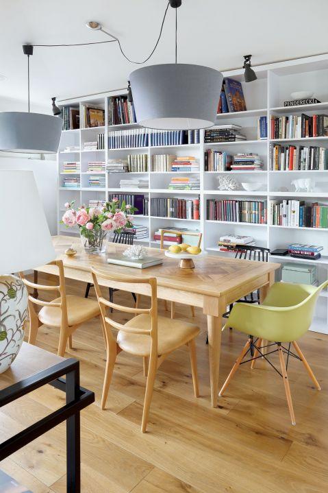 mieszkanie w kamienicy salon stół