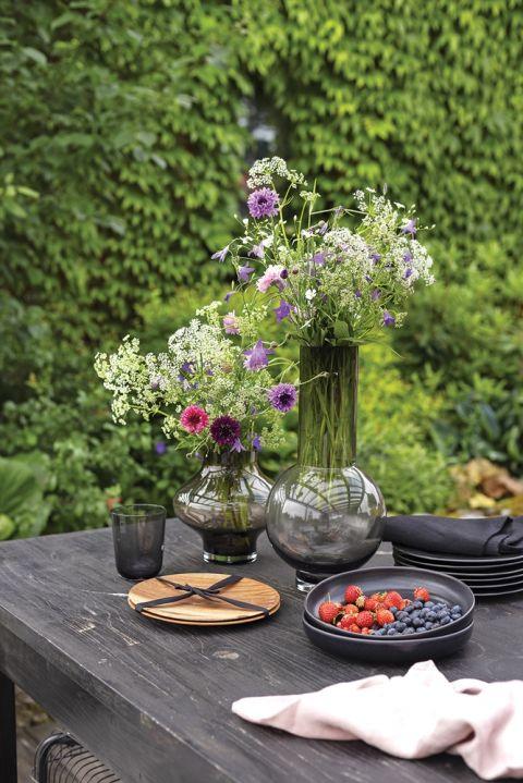 dekoracje stołu na tarasie
