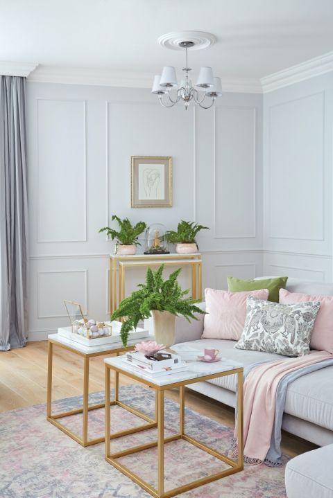 pudrowy róż w mieszkaniu