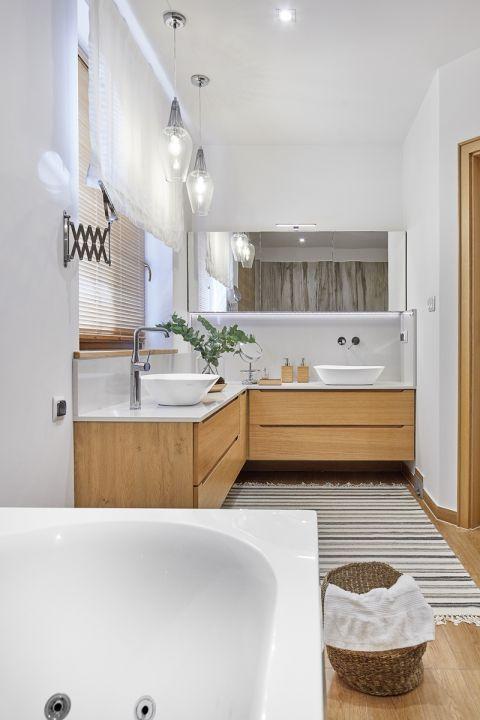 łazienka drewno biel